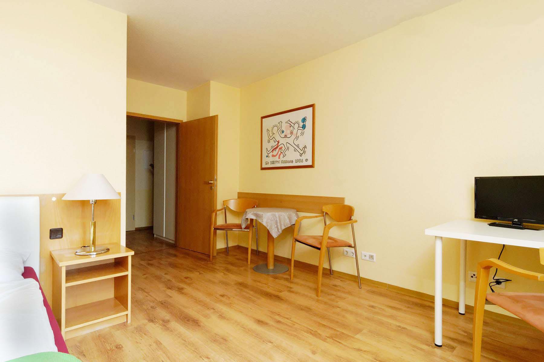 ap 5 1 zimmer apartment berlin 25 50 m. Black Bedroom Furniture Sets. Home Design Ideas